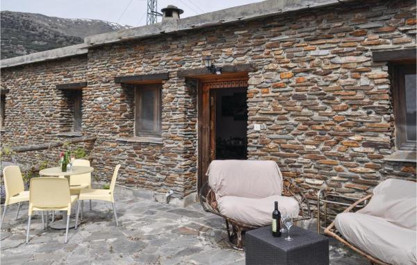 Two-Bedroom Apartment in Trevelez