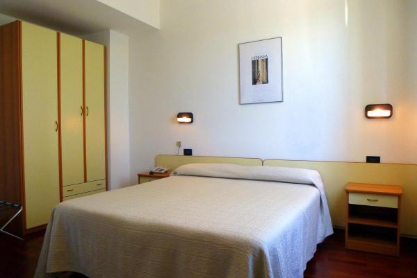 Camera Matrimoniale/Doppia con Letti Singoli - Hotel Daniela, 44122 ...