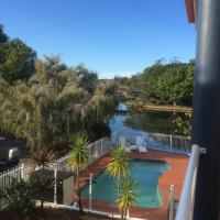 Noosaville Waterfront Apartment with Jetty