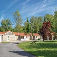 Three-Bedroom Holiday Home in Auxi le Chateau