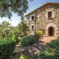 Six-Bedroom Holiday Home in Sant Iscle de Vallalta
