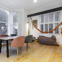 Contemporary 2 bed / 1 bath flat with garden