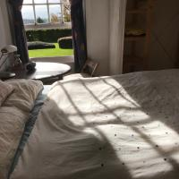 Double bedroom in apartment next to princess royal hospital