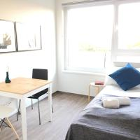 New and bright apt, 3min to metro
