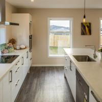 Stunning new house close to town with supurb view