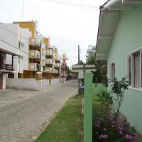 Casa para 7 pessoas 200m da Praia de Bombinhas
