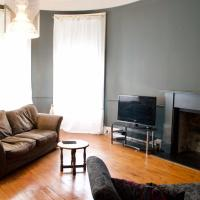 2 Bedroom Apartment with Free Parking Sleeps 4 to 6 Guests