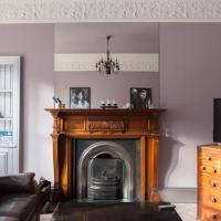 Stylish 3 Bedroom Flat Sleeps 2 to 5 Guests