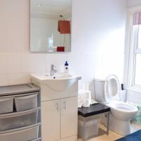 2 Bedroom House next to The Apollo in Hammersmith