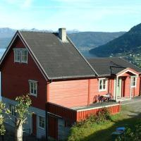 Three-Bedroom Holiday home in Utvik 2
