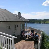 Three-Bedroom Holiday home in Masfjordnes