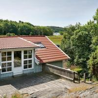 Two-Bedroom Holiday home in Marstrand