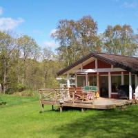 Two-Bedroom Holiday home in Ellös 2