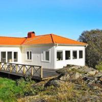 Three-Bedroom Holiday home in Rönnäng 1