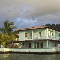 Casa del Rayo Verde, Hotelito Solidario