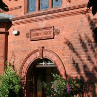 Lyndonhurst Apartment