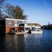 Sunny Houseboat