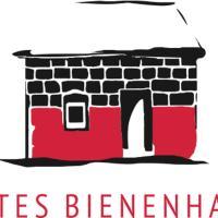 Rotes Bienenhaus