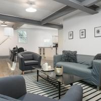 Three-Bedroom Apartment on Saint Laurent Boulevard 1A