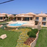 Luxurious Villas in Petrothalassa