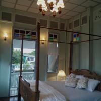 Luang Prasit Canal Home