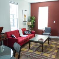 Two-Bedroom on W Barry Avenue Apt 1R