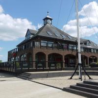 Boathouse Hotel