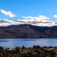 Lake Chelan Shores Hilltop Hideaway
