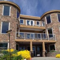 Beach Ave Castle Inn--Lakefront Luxury