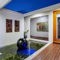 Coral Edge - Luxury Retreat