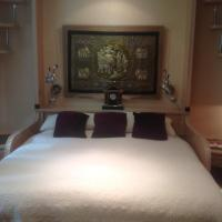 Gorgeous oval kingroom with private bath