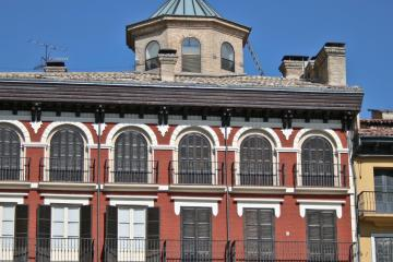 Pamplona: Alquiler de coches en 5 lugares de recogida