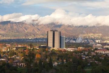 Burbank: Car rentals in 8 pickup locations
