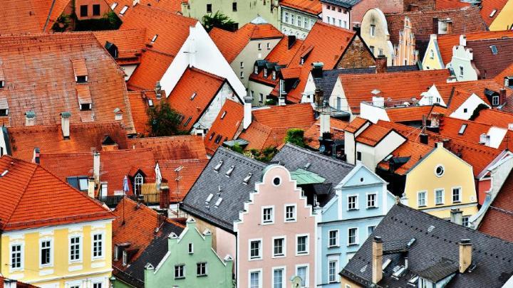 Encuentra el mejor lugar para ver a la gente pasar en Landshut