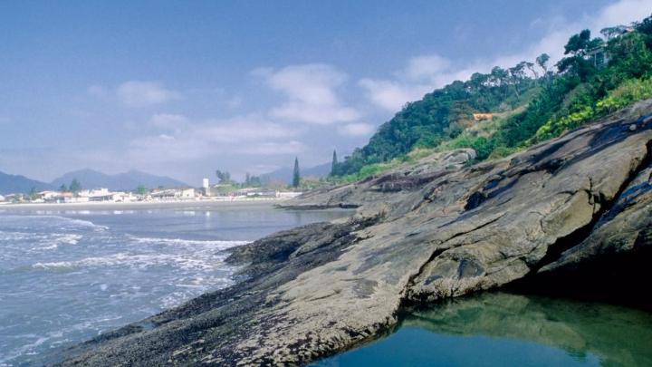 Encuentra el mejor lugar para pescar en ríos en Peruíbe