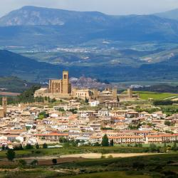 The best available hotels & places to stay near Artajona, Spain