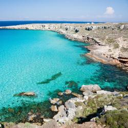 Favignana 6 hotels with a jacuzzi