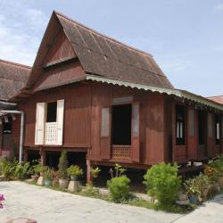 Кампунґ-Куала-Бесут 36 готелів