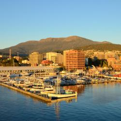 Hobart 12 hotels with pools