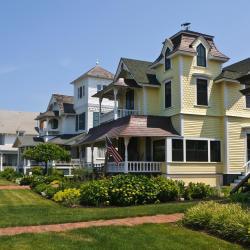 Oak Bluffs 38 Hotels