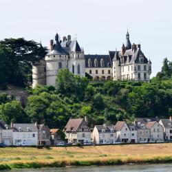 Chaumont-sur-Loire 3 hotels with pools