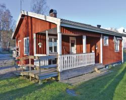 Two-Bedroom Holiday home with Lake View in Bullaren
