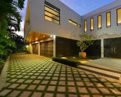 The Glasshouse | Luxury Beachfront House