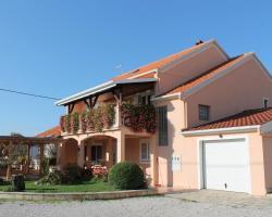Apartments Milivoj Ćustić