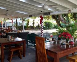 Arnott's Lodge & Hiking Adventures