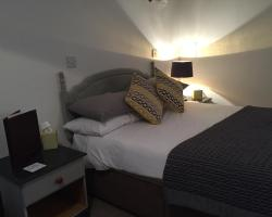 Saddle Rooms & Cottages at the Stables Country Lodge