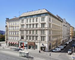 Living Hotel an der Oper by Derag