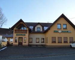 Gasthaus und Pension Mombergstube