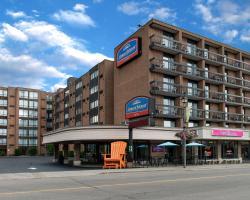 Howard Johnson Hotel by Wyndham by the Falls Niagara Falls