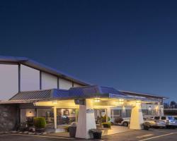 Howard Johnson Hotel by Wyndham Nanaimo Harbourside